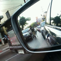 Photo taken at แยกพระโขนง (Phra Khanong Junction) by Meme Y. on 2/18/2011