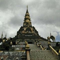 Photo taken at วัดพระธาตุผาซ่อนแก้ว (Wat Phra That Pha Son Kaew) by Chitipon T. on 5/3/2011