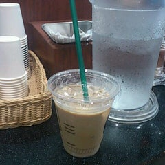 Photo taken at TULLY'S COFFEE 田町グランパーク店 by miyuki on 9/21/2011