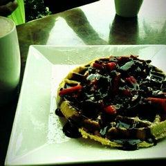 Photo taken at Angelina's Coffee & Yogurt by Fernando A. on 4/12/2012