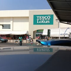 Photo taken at Tesco Lotus (เทสโก้ โลตัส) by AAA S. on 1/30/2011