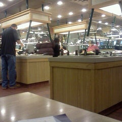 Photo taken at Old Country Buffet by Cathy 😈 on 11/24/2011