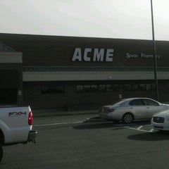 Photo taken at Acme Markets #7913 by Eazy-E V. on 1/29/2012