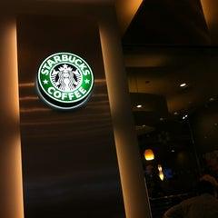 Photo taken at Starbucks (สตาร์บัคส์) by Chalit on 3/30/2012