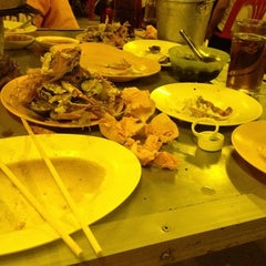 Photo taken at ร้าน A&G หมูกระทะ by Umaporn L. on 2/24/2012