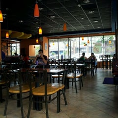 Photo taken at Taco Bell by Gerardo V. on 4/11/2012