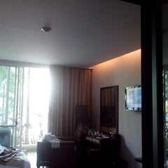 Photo taken at Mountain Creek Wellness Resort Chiangmai by Taku on 9/2/2012