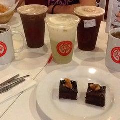 Photo taken at Tea Lounge Fresh Brewed by YiEn L. on 7/5/2012