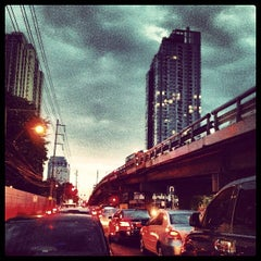 Photo taken at ถนนเพชรบุรี (Phetchaburi Road) by Natt S. on 6/13/2012