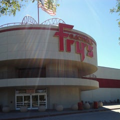 Photo taken at Fry's Electronics by Rolando D. on 8/29/2012
