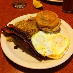 Photo taken at Broken Yolk Cafe by Jonathan B. on 6/15/2012