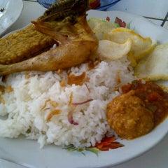 Photo taken at Pasar Kranji by ekhaa on 9/21/2011