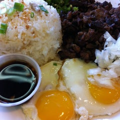 Photo taken at House of Sisig by ⓢ.ⓑ.ⓕ.ⓔ. on 1/18/2011