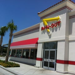 Photo taken at In-N-Out Burger by Jennifer C. on 7/31/2012