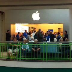 Photo taken at Apple Store, Syracuse by Joe C. on 10/18/2011