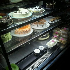 Photo taken at Mai Bakery In The Garden (ไหม เบเกอรี่) by Dnexil J. on 12/31/2010