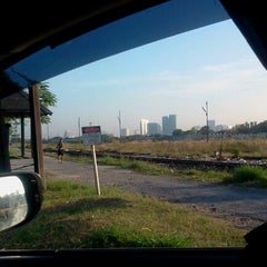 Photo taken at สุสานรถไฟ by Oat U. on 1/21/2012