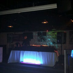 Photo taken at ICONS Sports Lounge & Grille by Zubin A. on 12/1/2011