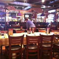 Photo taken at Uno Pizzeria & Grill - Columbia by Miguel G. on 3/11/2011