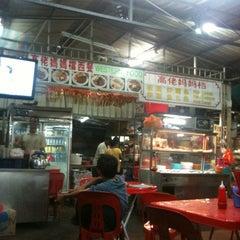 Photo taken at Gou Lou Mamak & Western Food (高佬妈妈档) by Elizabeth Y. on 6/19/2012
