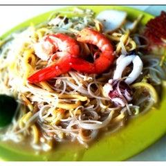 Photo taken at Nam Heng Restaurant by Siang Hwee F. on 1/5/2011