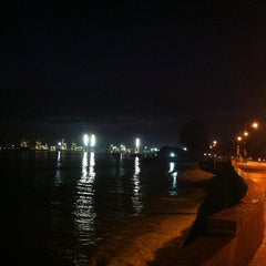 Photo taken at Esplanade (Padang Kota Lama) 舊關仔角 by Ivan Khoo on 8/17/2012