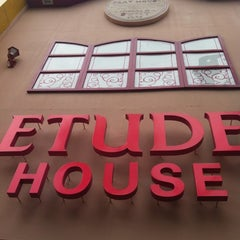 Photo taken at Etude House by โจ้ จ. on 6/2/2012