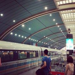 Photo taken at 磁悬浮龙阳路站 Maglev Train Longyang Road Station by ken_c_lo T. on 6/10/2012