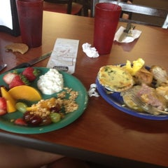 Photo taken at Golden Corral by Elizabeth B. on 8/26/2012