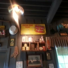 Photo taken at Cracker Barrel Old Country Store by Descmond B. on 8/23/2012