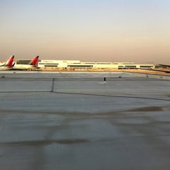 Photo taken at Concourse E by Raffaele C. on 6/1/2011