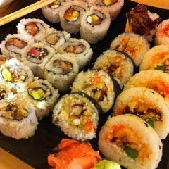 Photo taken at Oishii Japanese Restaurant & Sushi Bar by Allen A. on 3/19/2011