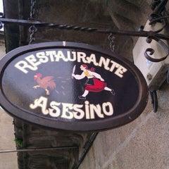 Photo taken at Restaurante Asesino by Eder B. on 12/29/2011