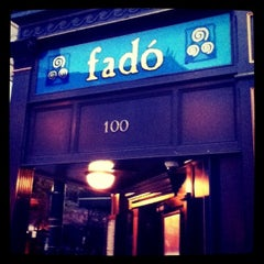 Photo taken at Fadó Irish Pub & Restaurant by Ana Paula M. on 6/27/2011