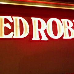 Photo taken at Red Robin Gourmet Burgers by Kenny W. on 4/14/2011