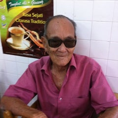 Photo taken at Nasi Padang Erwina, Jln Kg Dalam, K. Trg by Ibrahim M. on 1/24/2011