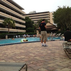 Photo taken at Rosen Inn at Pointe Orlando by Leonardo J. on 7/22/2012