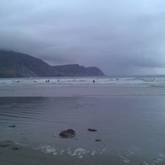 Photo taken at Keel Beach by Sarah D. on 8/13/2011