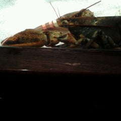 Photo taken at Red Lobster by Zelyna M. on 4/20/2012