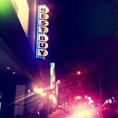 Das Foto wurde bei Best Buy von Jonboistars am 2/16/2012 aufgenommen
