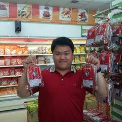 Photo taken at ปึงหงี่เชียง ของฝากเมืองโคราช by Qu s. on 6/24/2012
