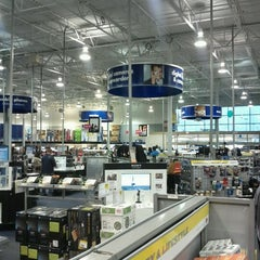 Photo taken at Best Buy by Marques S. on 12/26/2011