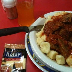 Photo taken at Pizzeria Mi Tio by Nathalia M. on 3/31/2011