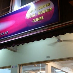 Photo taken at Jom Cari Makan by Inchek P. on 4/4/2012