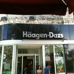 Photo taken at Haagen-Dazs Shop by Fernando D. on 8/12/2012