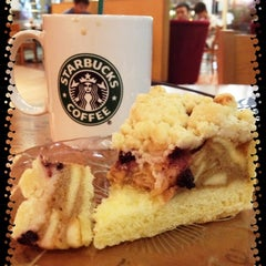 Photo taken at Starbucks by pandam on 8/10/2012