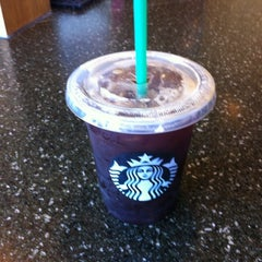 Photo taken at Starbucks by Jisan K. on 6/8/2012