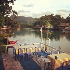 Photo taken at Phu-Talay Seafood Koh Chang by nu a. on 6/22/2012
