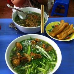 Photo taken at Bún Ngan Cô Tuyết by Hạnh Hoàng on 3/7/2012