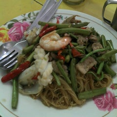Photo taken at เจ้าท่า JaoTha Delivery by Win W. on 6/15/2012